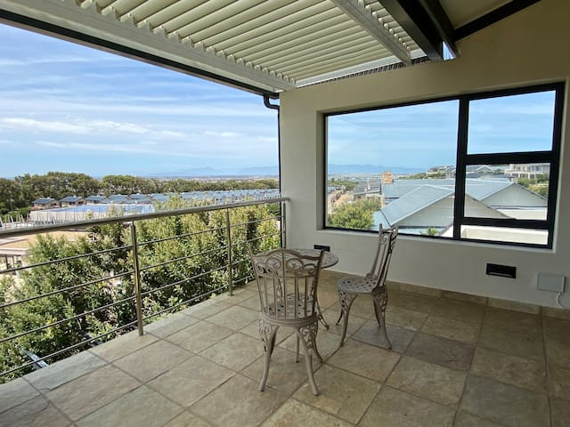 Visit Apartment 135 - Stonehurst, Cape Town