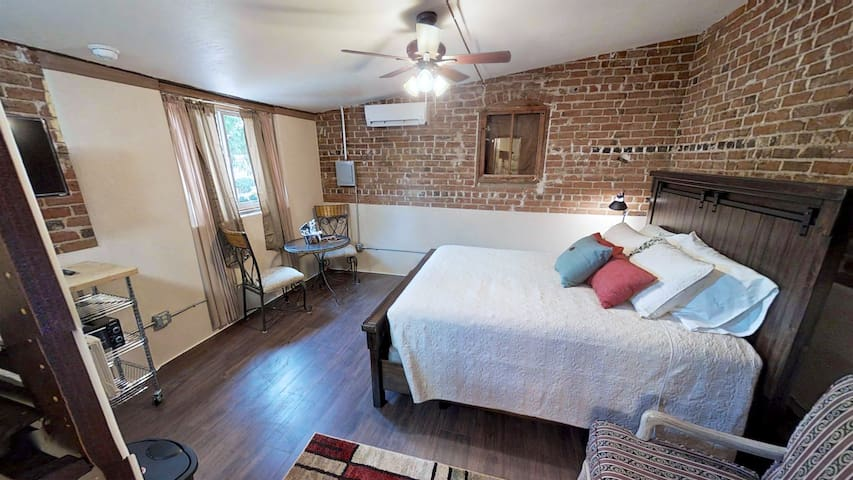 Cornali Cottages Studio home in Silver City