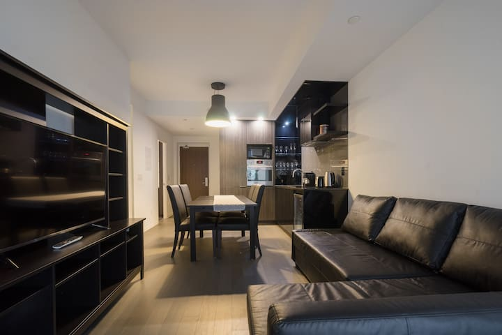 CBD Adelaide & Bay Executive Suite(1 Free Parking)