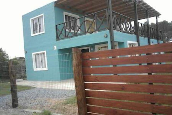 Hermosa casa de 4 habitaciones a metros del mar.
