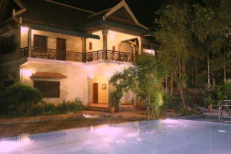 Nikkivinsi Boutique Villa-Balcony - Krong Siem Reap