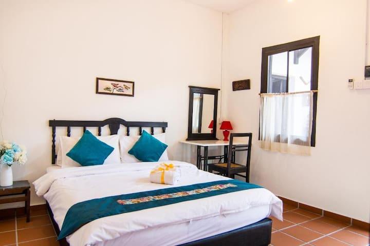 Room 2 MEEM度假屋。娘惹风双人套房+早餐,3km到马六甲鸡场街