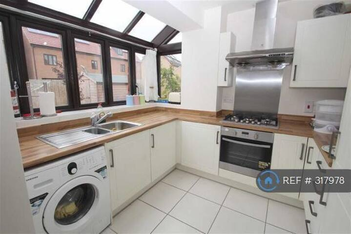 Lovely Single and Double room - Westcroft