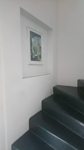 Eigener Treppenaufgang zum 4. Stock nicht barrierefrei