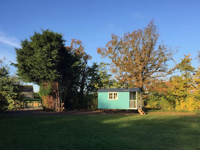Shepherd Hut 'Gertrude' - private facilities - Toft Monks