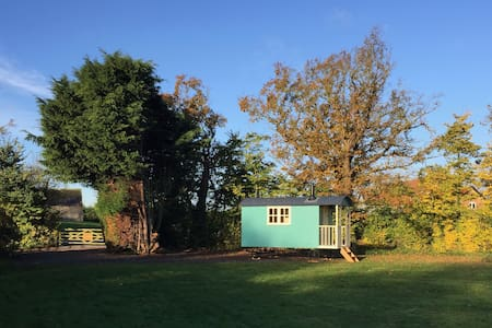 Shepherd Hut 'Gertrude' - private facilities - Toft Monks - Chatka