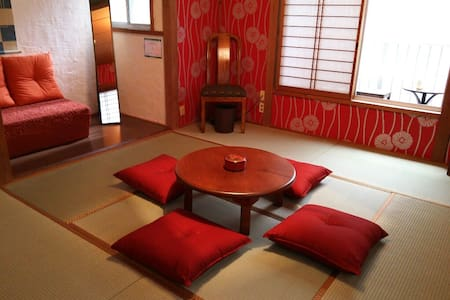 河原町ど真ん中!とにかく赤い花魁部屋(ベランダ付)! - Kyoto-shi Shimogyo-ku - Haus