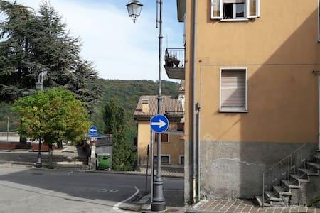Appartamentino in Montagna con balcone - Apartamento