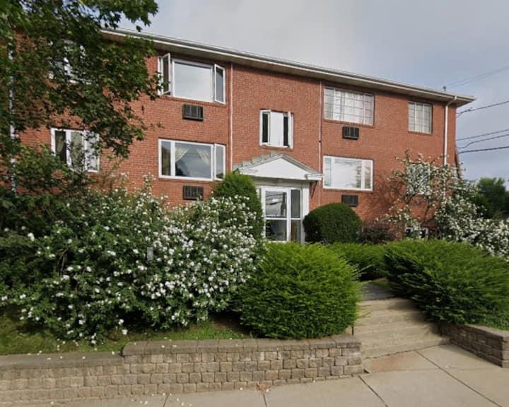 2BD, 1BTH - Comfortable Suburban Apartment