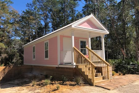 Walton Woods Pink Cottage
