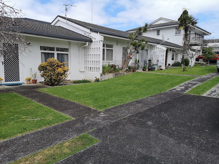 Sunny spacious and tranquil 1 bedroom unit