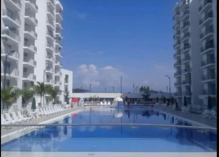 Hermoso apartamento en condominio con piscina