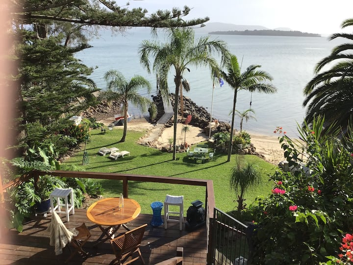 Port Stephens water front unit with beach & jetty.
