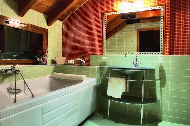 Bathroom hydromassage in Suite