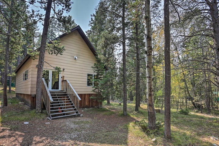 NEW! Secluded Casper Mountain Cabin, 12 Mi to Town