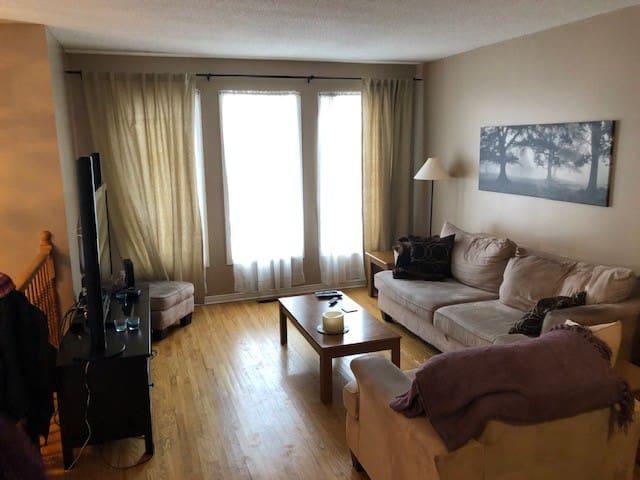 3 BEDROOM, 2 BATHROOM BRIGHT BUNGALOW in BARRHAVEN