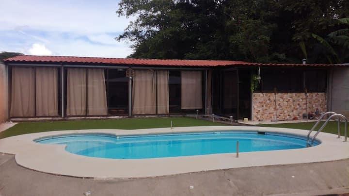 Alex beach rooms, para 3 personas con piscina