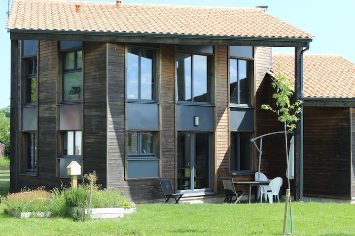 Grande maison en bois lumineuse - Sallertaine