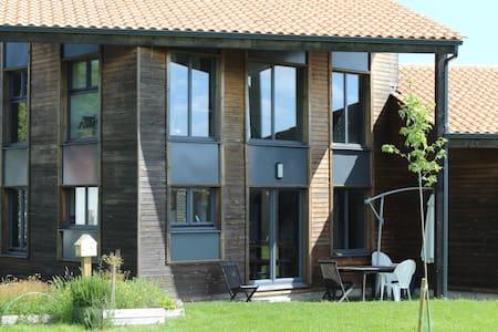 Grande maison en bois lumineuse - Sallertaine - Haus