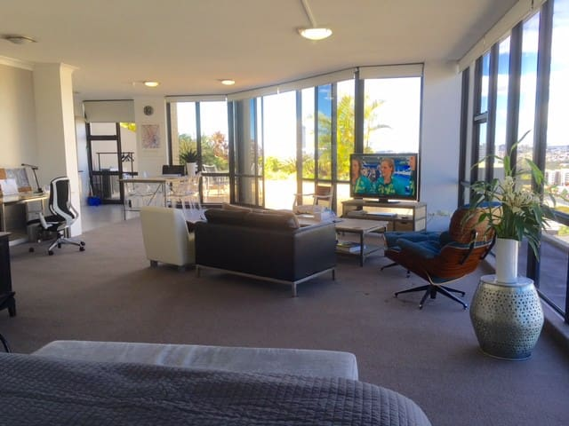 PENTHOUSE STUDIO - SOUTH BRISBANE + Car Park - South Brisbane - Leilighet