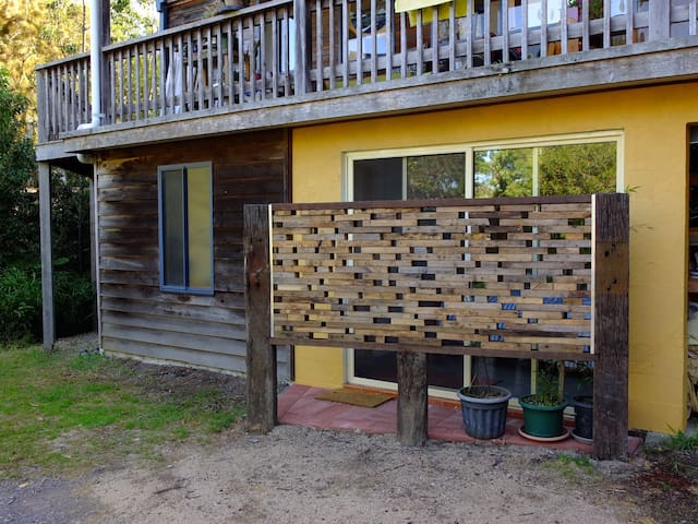 Funky coastal flat, self contained. - Tathra