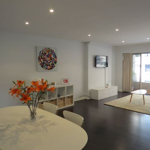 Modern Sydney Harbour apartment - pool & own bath - Woolloomooloo - Wohnung