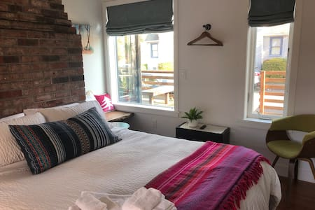 *Contactless entry* Cosy Master Suite, Alberta St.