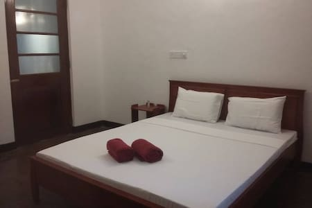 Bliss - Specious(A/C) room with a double b - Bed & Breakfast