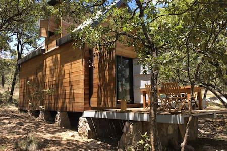 Cabaña de madera tipo chalet en Sierra de lobos.