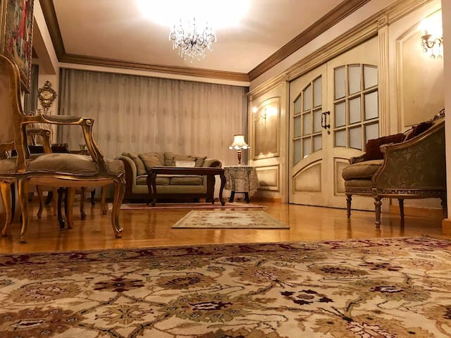 Luxury Sunny AC apt 3BR up to 8 guests Ard El Golf