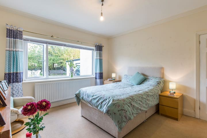 Double Room on the edge of the Yorkshire Dales - Guiseley - Rumah