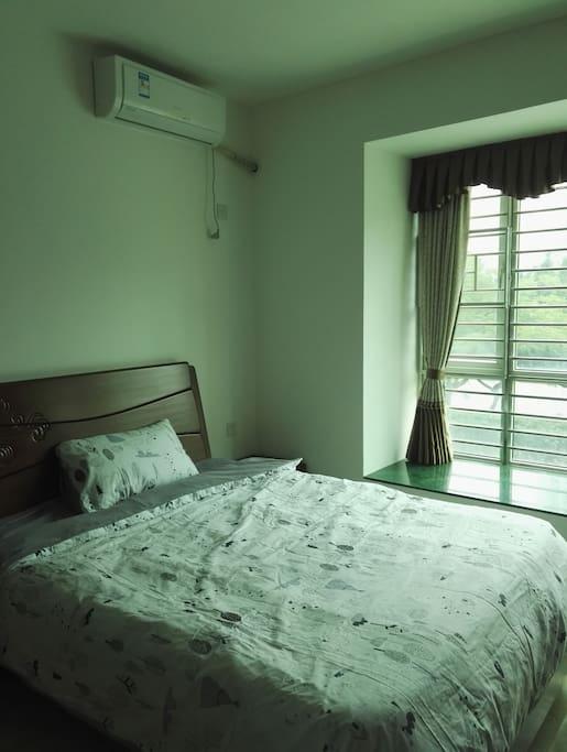 主卧室大床1.5米宽