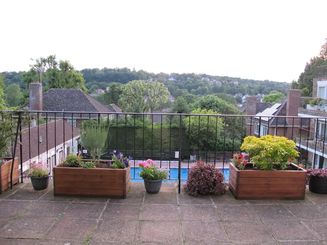 Relax within reach of the city with parking - Brighton - Apartamento