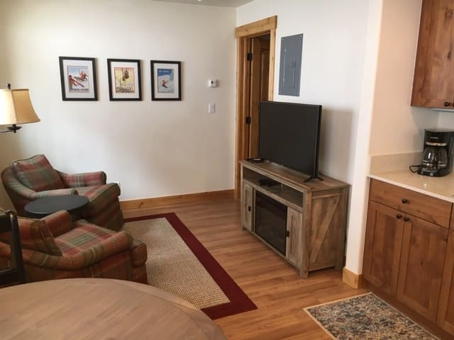 New Listing! Cozy East Vail Apartment