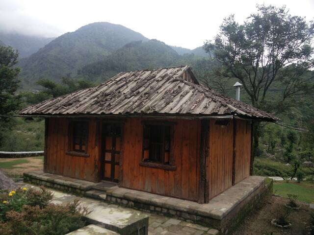 Barot village style wooden cottage in Palampur - Palampur
