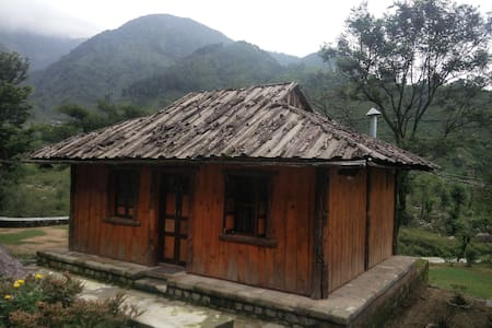 Barot village style wooden cottage in Palampur - Palampur - Byt