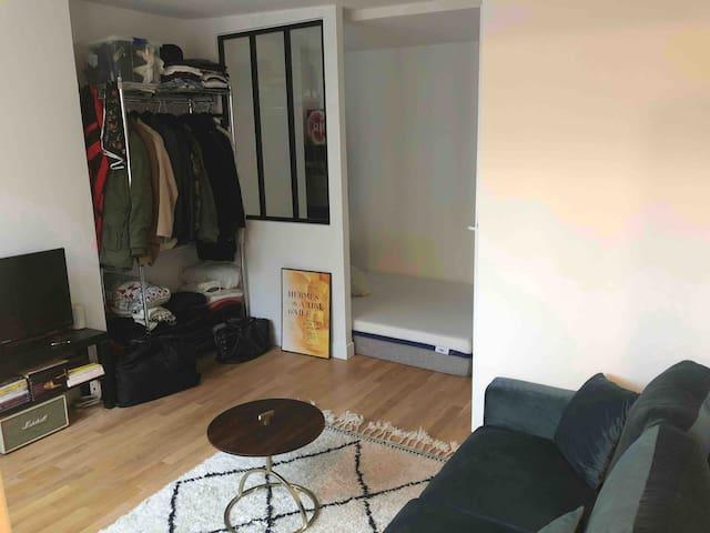 Petit studio dans le centre de Paris !