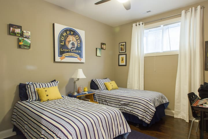 Andersonville 1-bdrm, private bath!