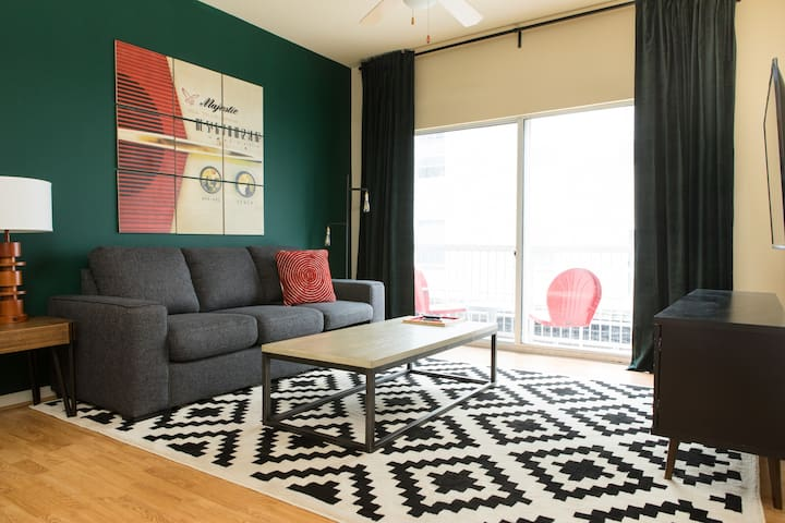 Chic 1BR Apt in West Campus #214 by WanderJaunt