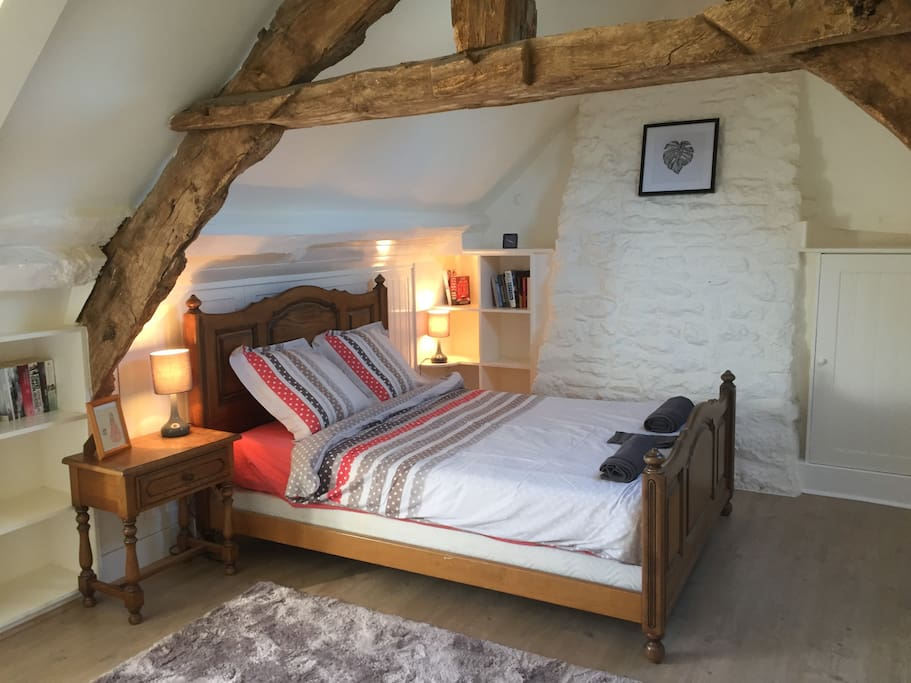 The very spacious double bedroom.