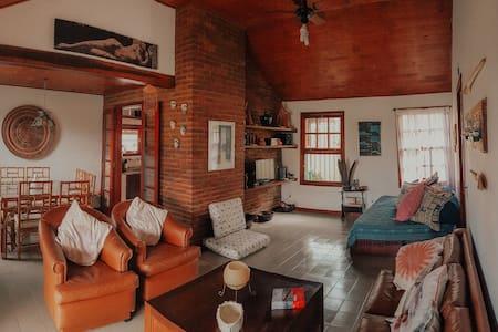 Casa em Itaúna, 80m da praia