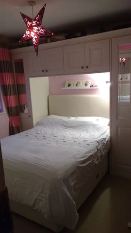 Double room a short hop from Stansted - Essex - House