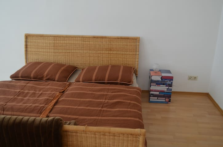 Cosy Apartment Near The Station (Perfect Access!)