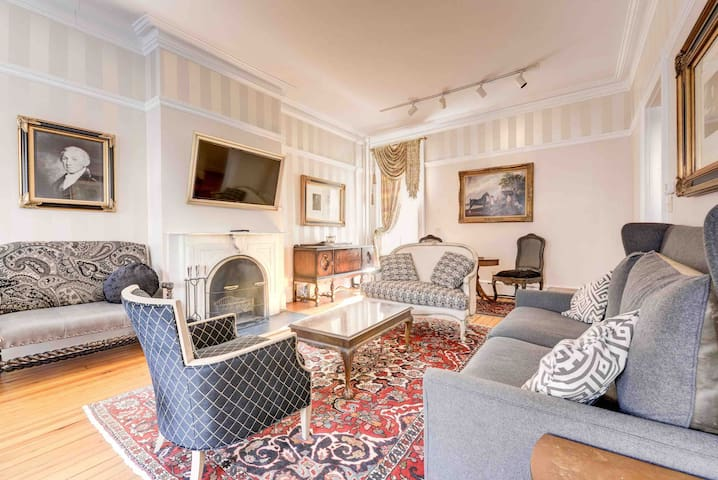 Historic Luxury in the Heart of Capitol Hill - 5BR