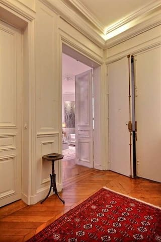 Entrance: The 8 square meters entrance hall leads directly to the living and dining rooms. A 12 square meters corridor leads to the other rooms.