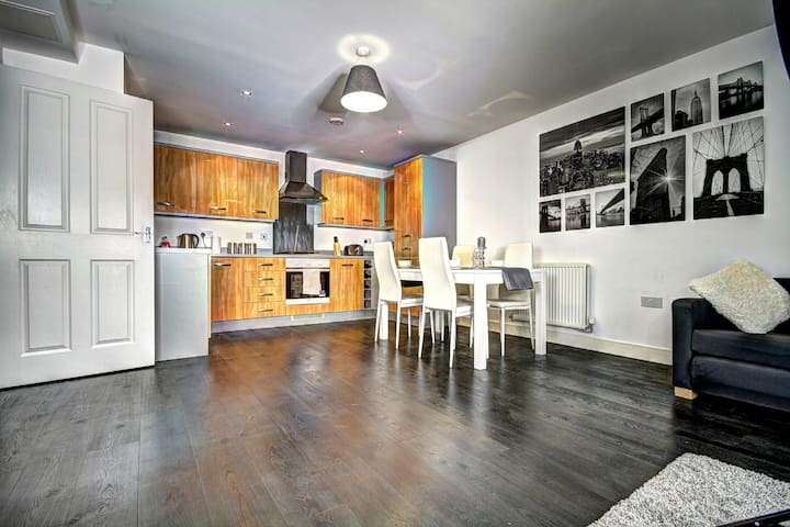 Deluxe Serviced Apartment in Brentwood Town Centre - Brentwood - Lakás