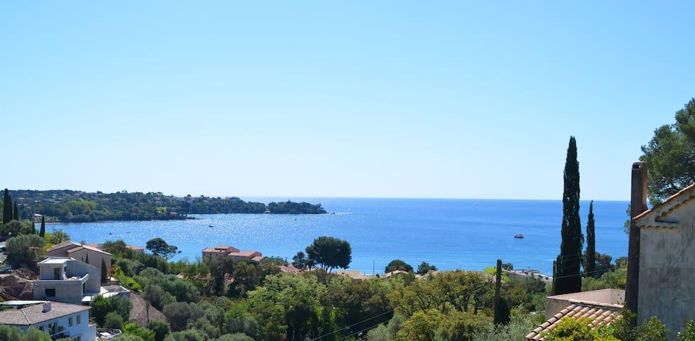 Maisonnette*vue Mer et Estérel*plage à pied