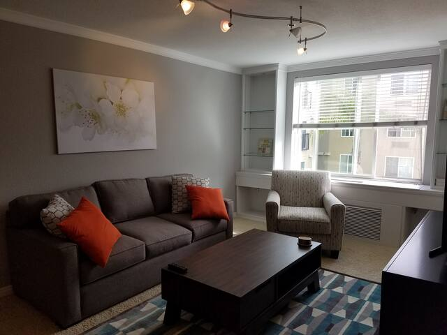 Your perfect condo in San Diego's best location!