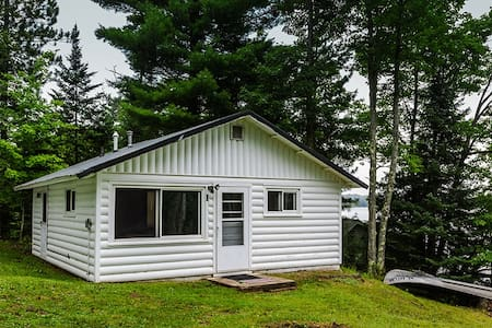 Renovated Lakeside Cabin,Hot Tub,Fishing Pier,Boats,Snowmobile off property