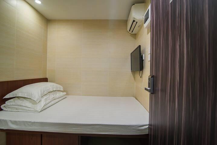 TX1.5分钟到旺角站+2人大床房入住独立卫生间+旺角购物中心